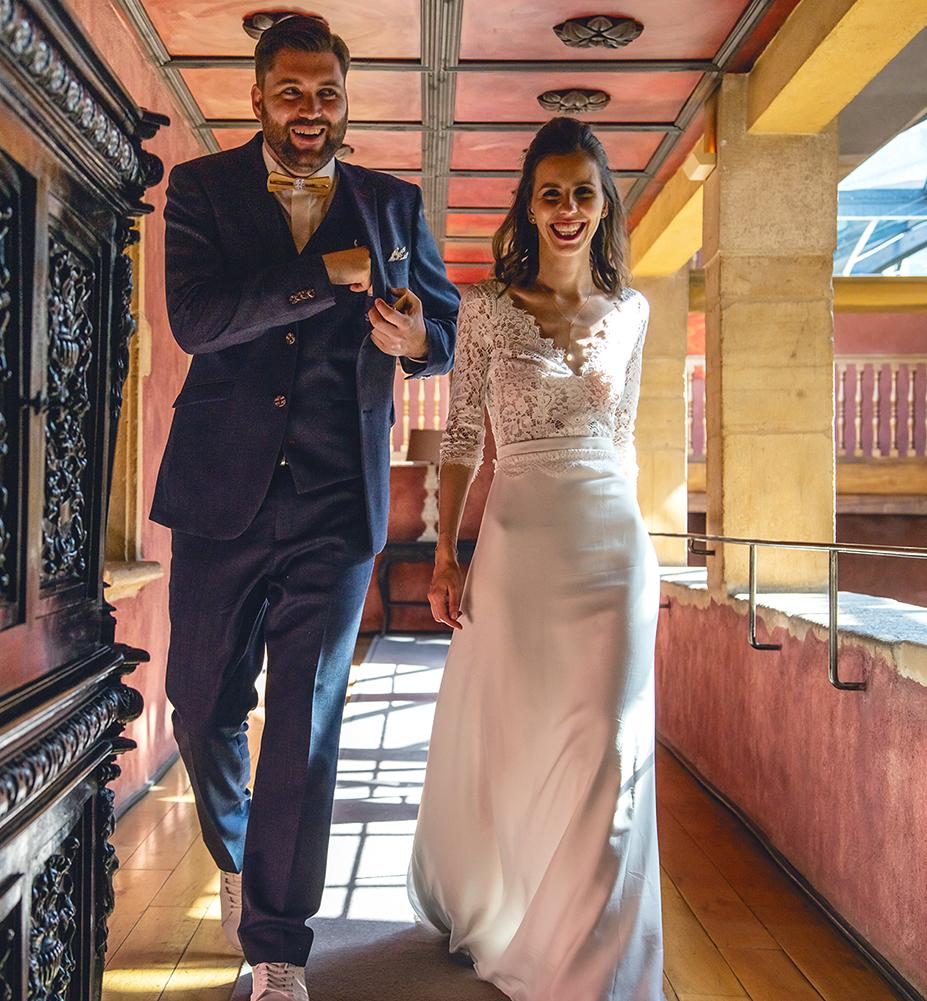 Photographe mariage haut de gamme mariés à la Cour des Loges photo de couple