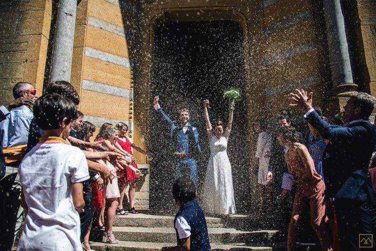 Photographe mariage Beaujolais Lyon Amédézal sortie d'église