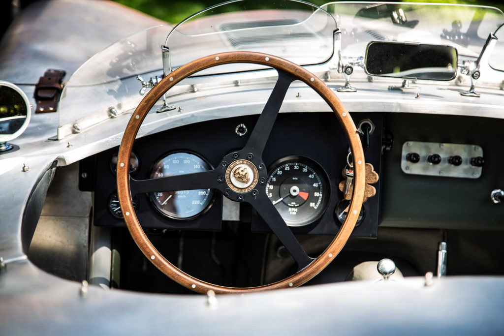Photographe mariage haut de gamme Amédézal Jaguar typeC