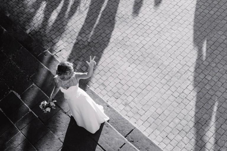 photographe mariage Amédézal Lyon lancé de bouquet mariée