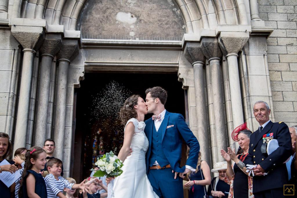 Photographe mariage Amédézal Lyon sortie cérémonie religieuse mariés